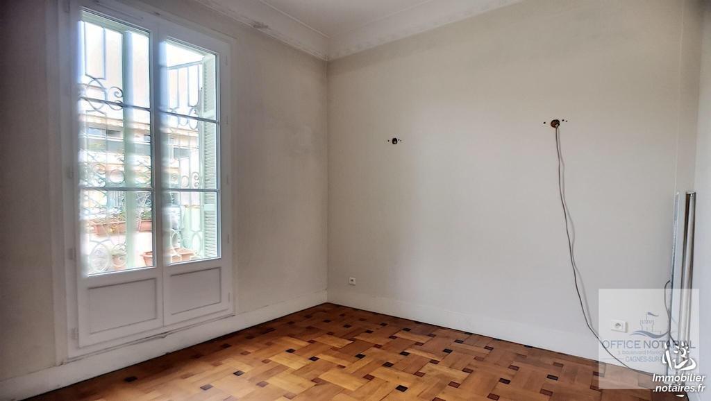 Coeur Musiciens : 3 pièces , dernier étage avec terrasse