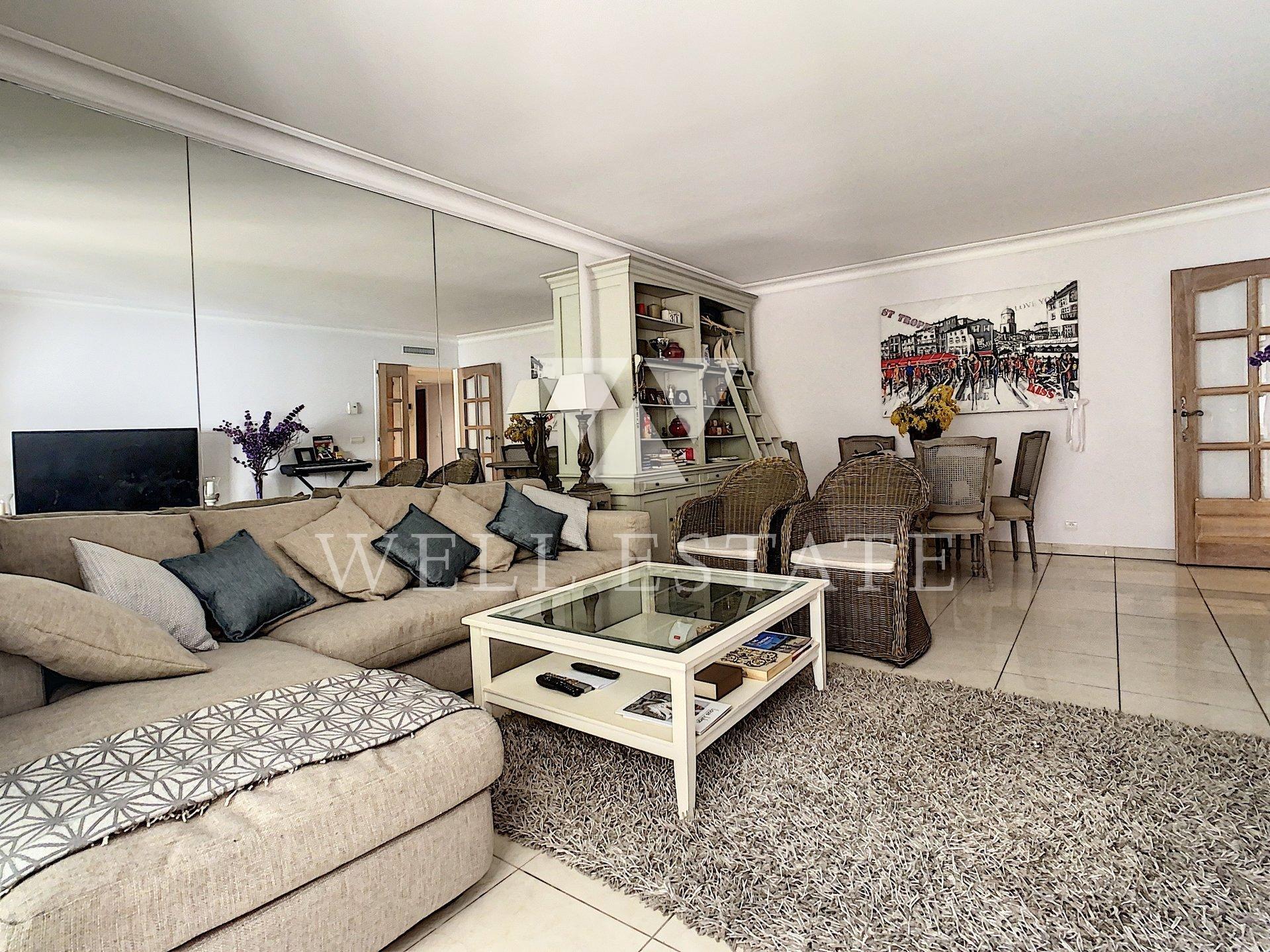 Четырехкомнатная квартира в квартале Оксфорд в Каннах, в закрытой резиденции с бассейном