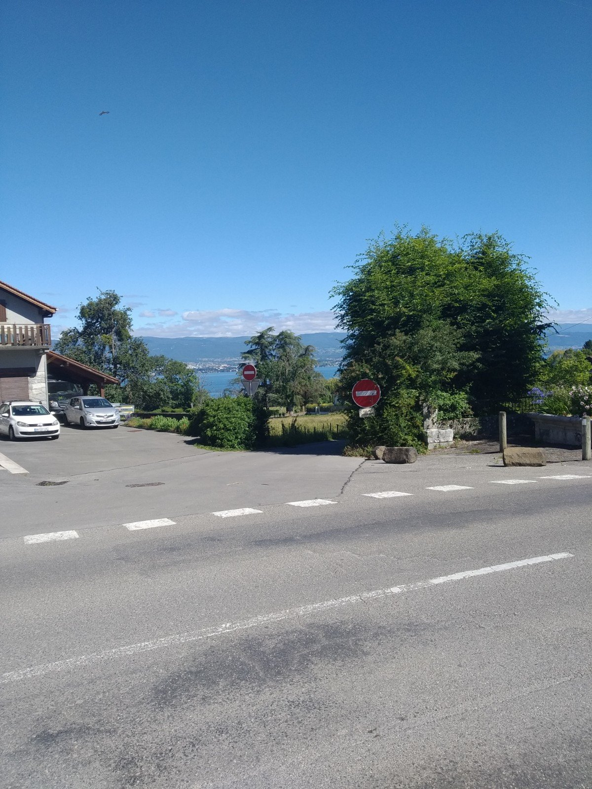 2 BEDROOMS APARTMENT - 20 MINUTES FROM GENEVA
