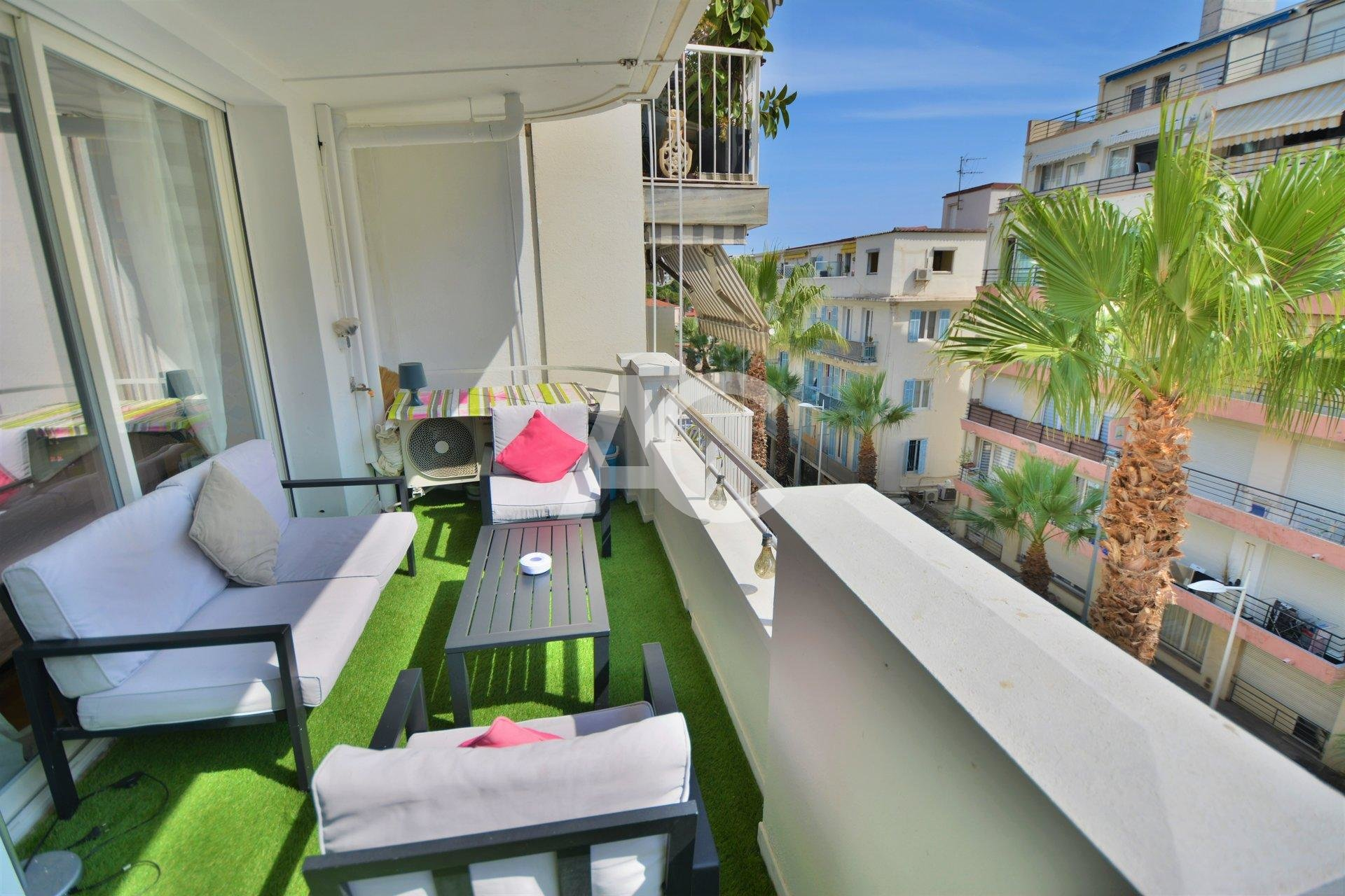 JUAN LES PINS - MODERN APARTMENT WITH 2 BEDROOMS  -
