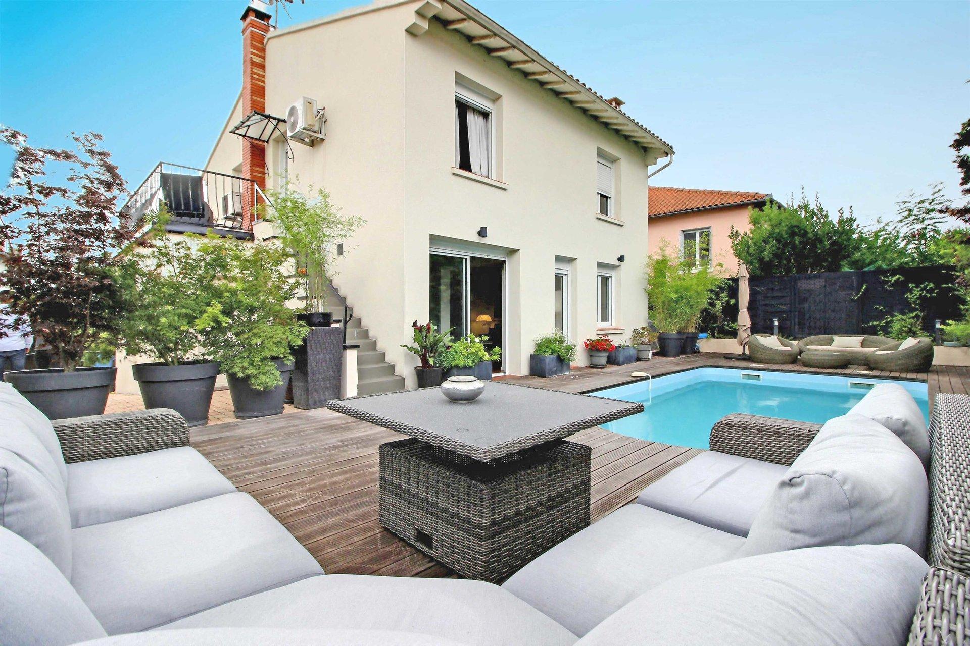 Côte Pavée, Maison de 145 m² avec piscine et 2 parkings.