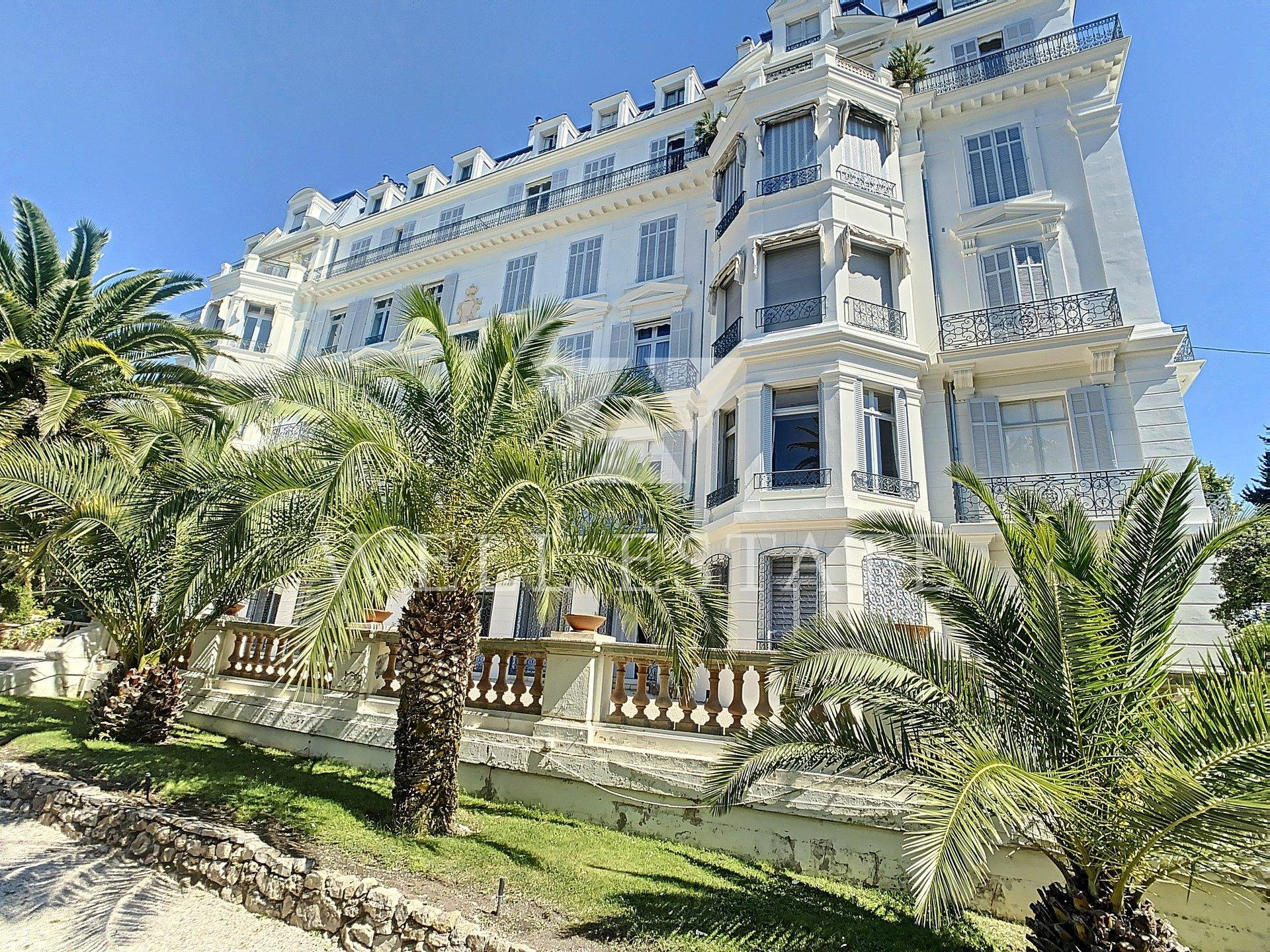 CANNES CENTER RECENTLY REVOVATED APARTMENT 4 BEDROOMS 150M2