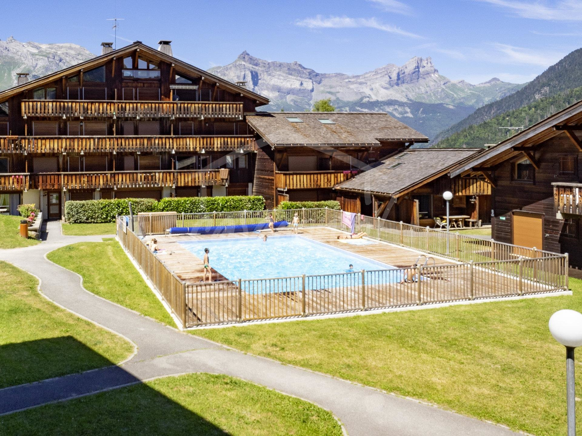 St Gervais- Charm, view and ski in ski out!