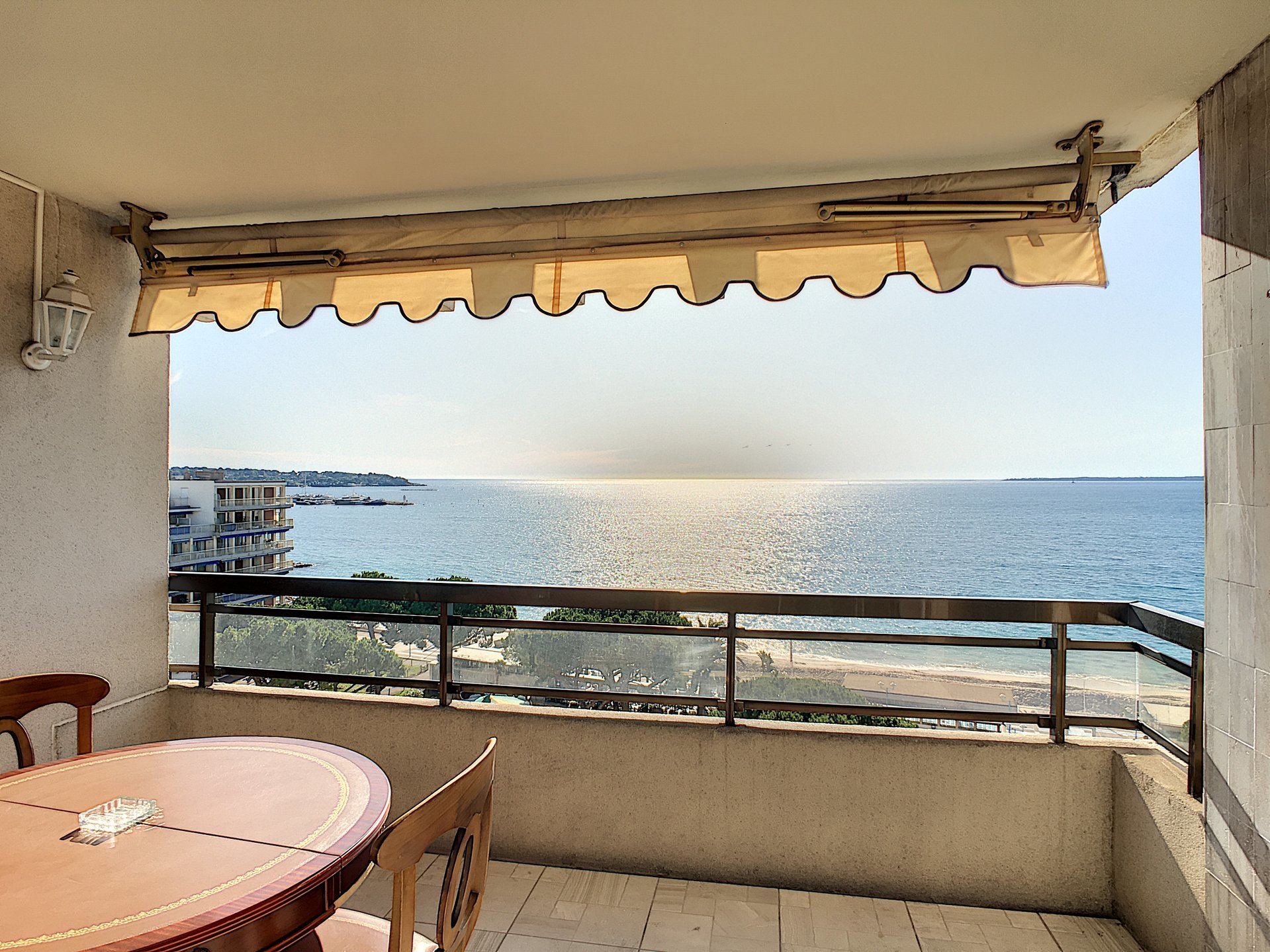 Juan les pins, sea front, 2 bedrooms, cellar & parking