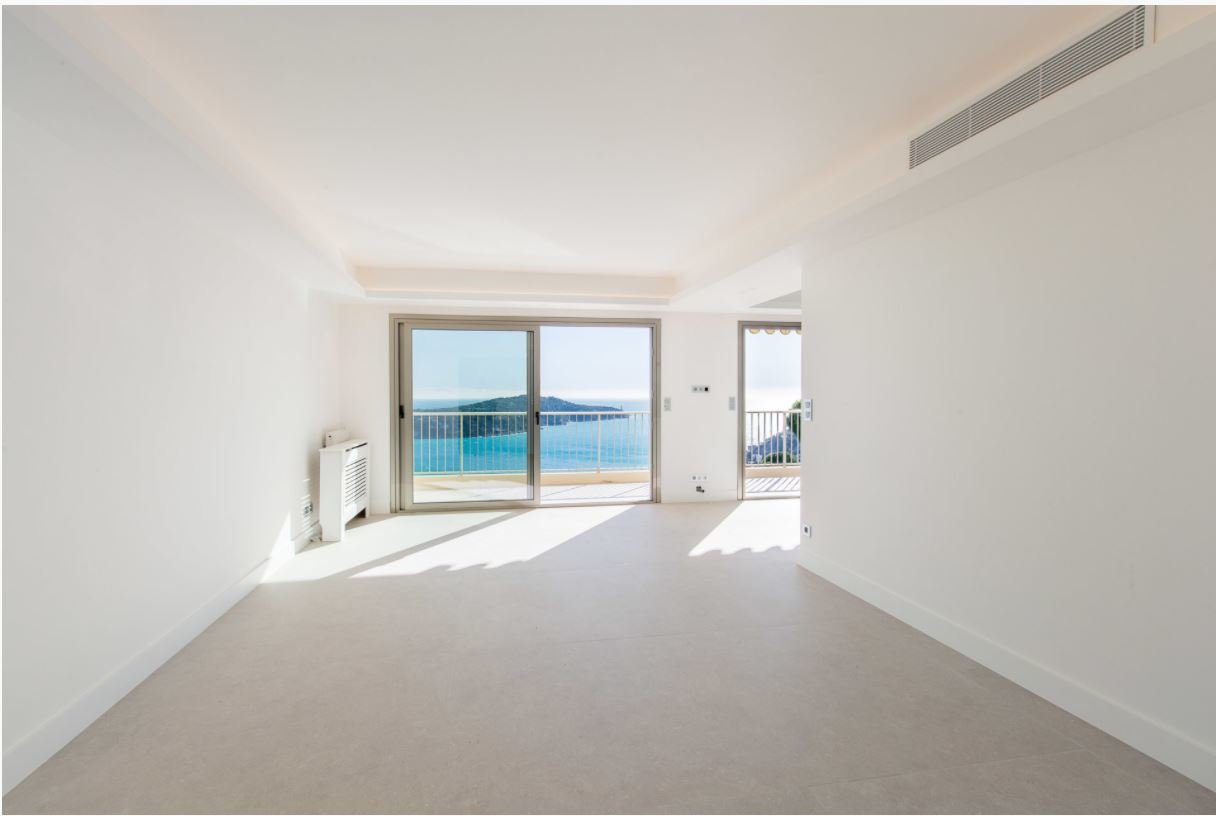 Villefranche-sur-mer 3 room penthouse beautiful sea view on the harbor