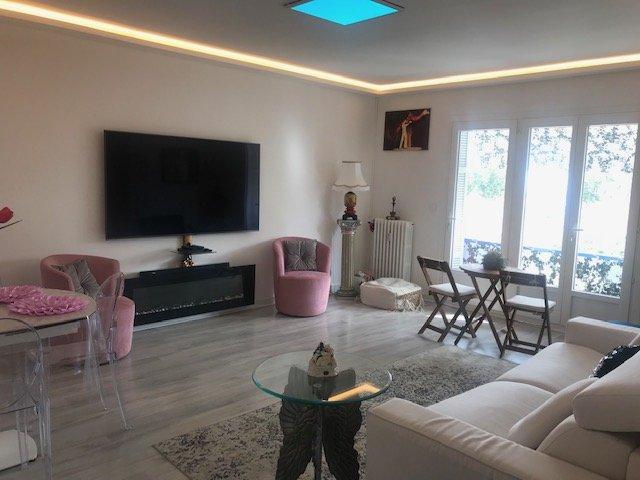 EXCLUSIVITE- Quartier Pigautier- Très beau 2 pièces 64m² avec vue dégagée sans vis-à-vis  et bel aperçu mer- Traversant- Parking collectif- Cave