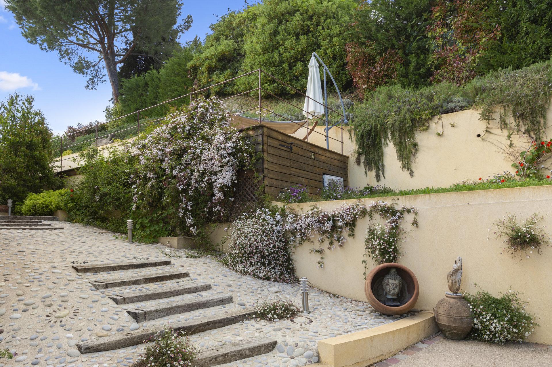 Beautiful recently built villa Saint Paul de Vence