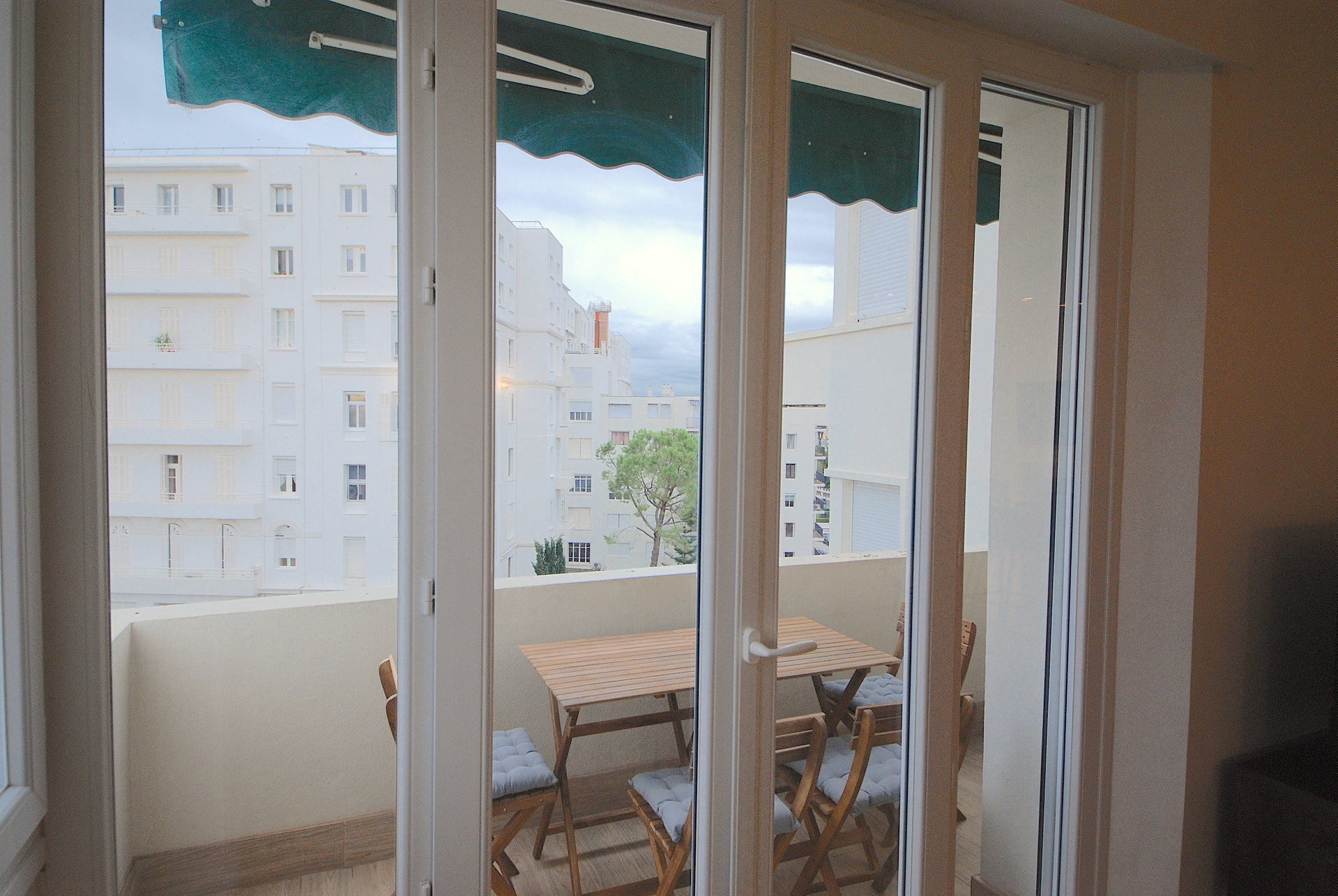 congress rentals superb 2 bedroom sea view in center of Cannes 200m from the Palais.