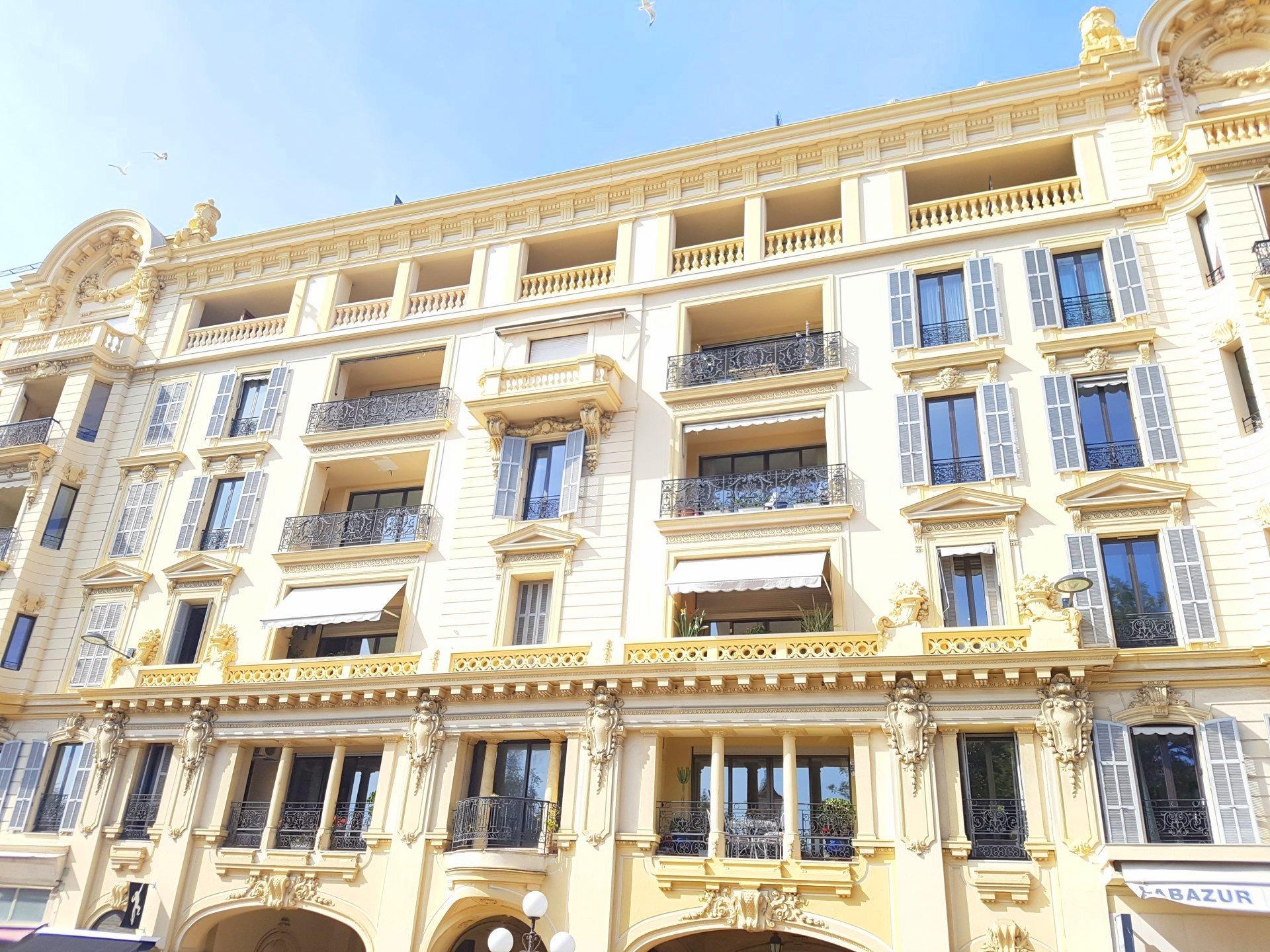 FÖRSÄLJNING Lägenhet 2 Rum Nice Carré D'Or Coulée Verte Balkong Vacker Utsikt