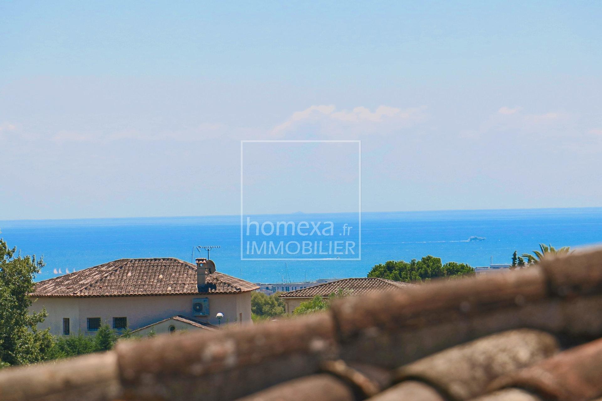 Vente villa de standing à Antibes : vue mer de l'étage