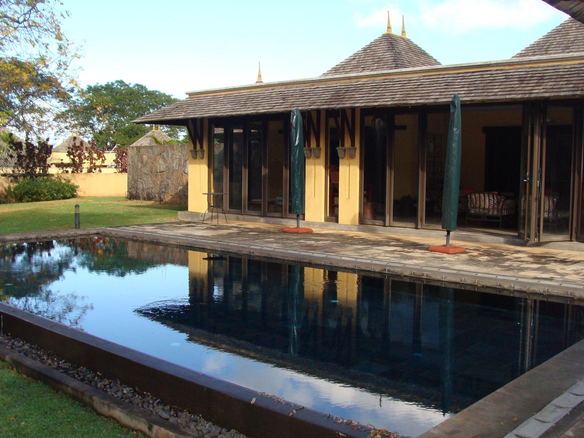 Prestigious villa within a private golf course (IRS)
