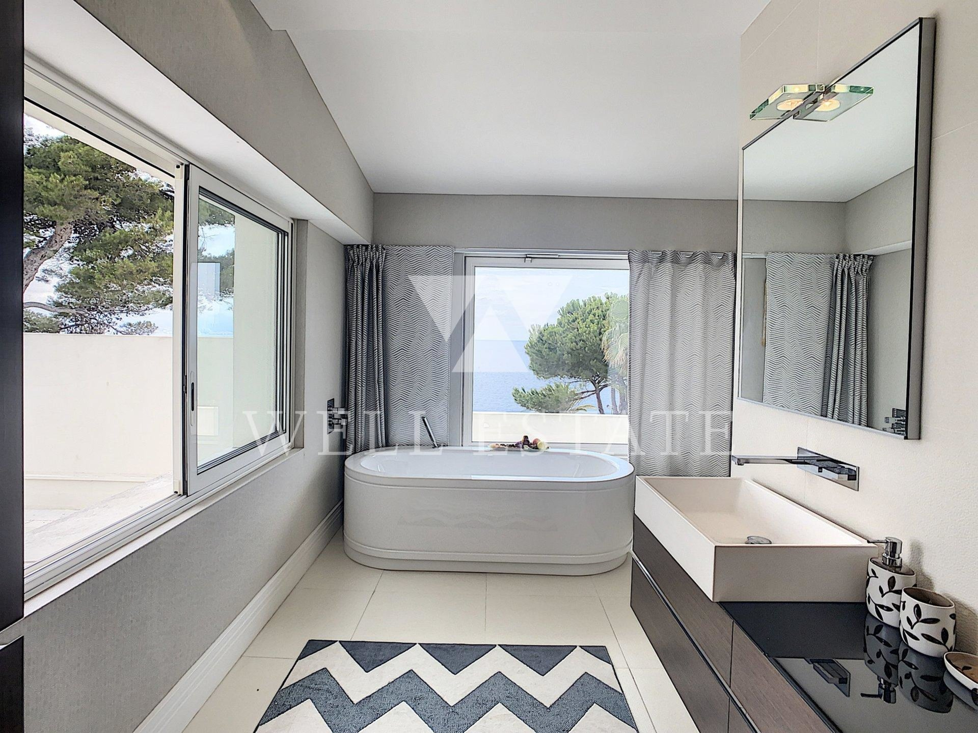 CAP D'ANTIBES MAGNIFICENT LUXURY VILLA 550M2 FACING THE SEA WITH SWIMMING POOL