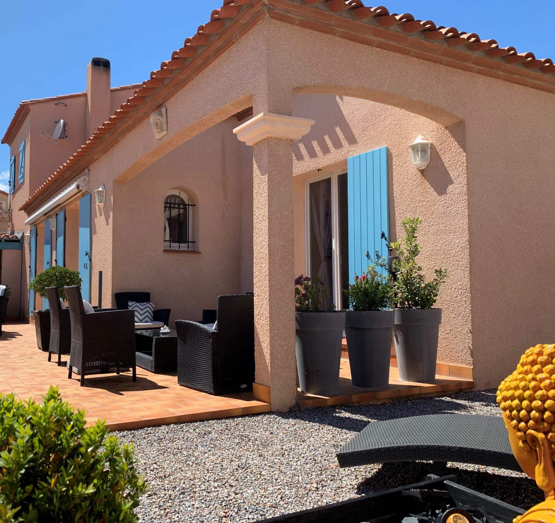 Jolie villa demi étage avec extérieur