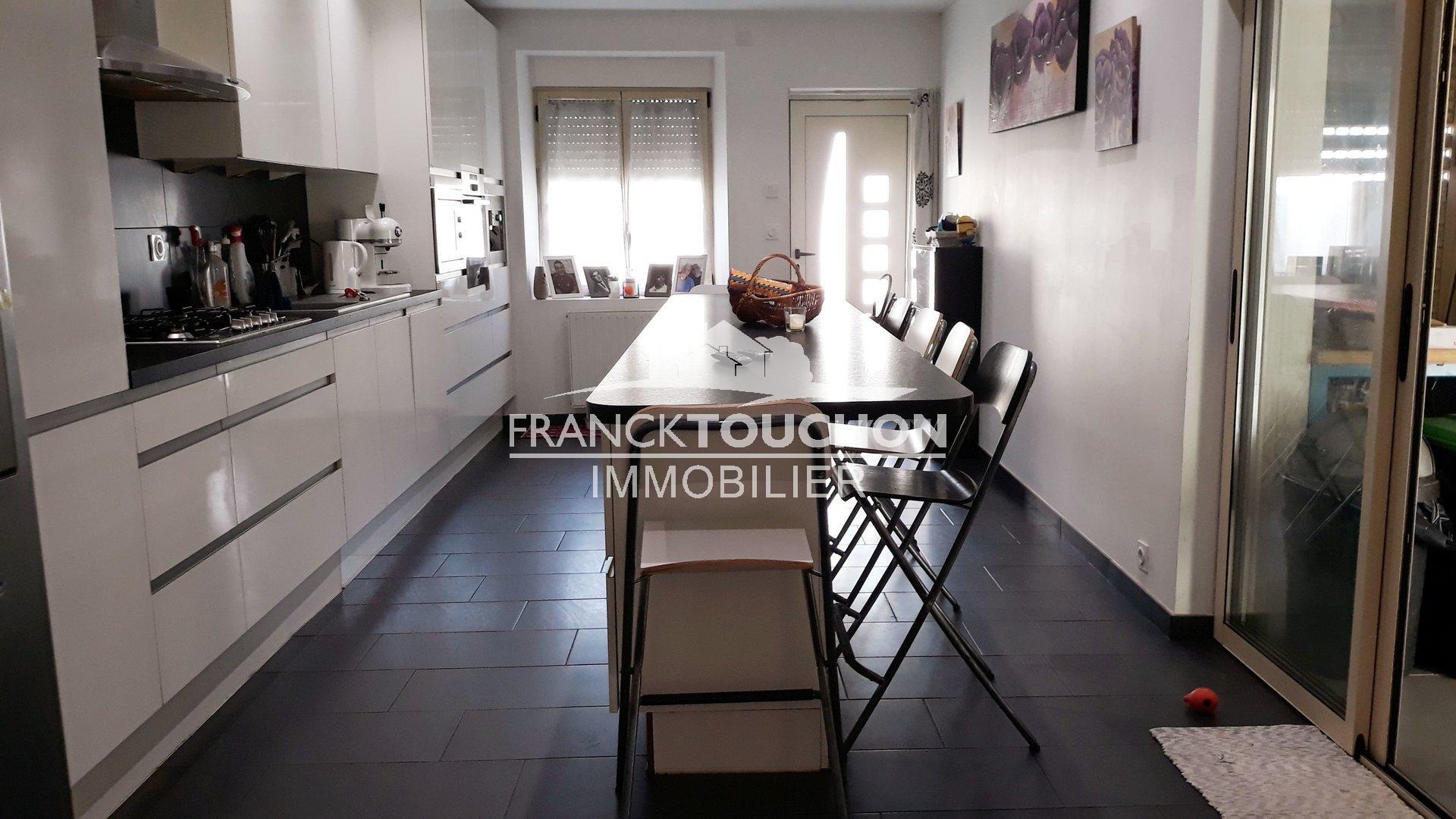 MAISON DE VILLE à NEMOURS (sud 77) - non inondable - 1h de PARIS - 4 chambres - 135 m² hab - garage et patio