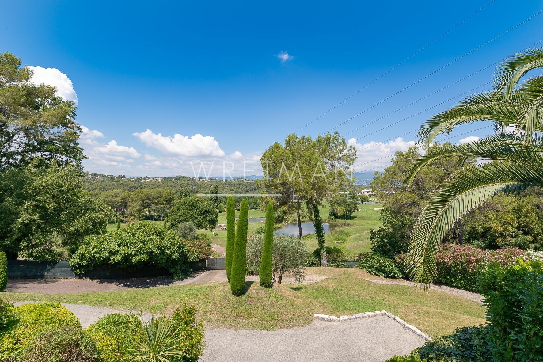 Fastighet med pool och trädgård - Mougins Golf