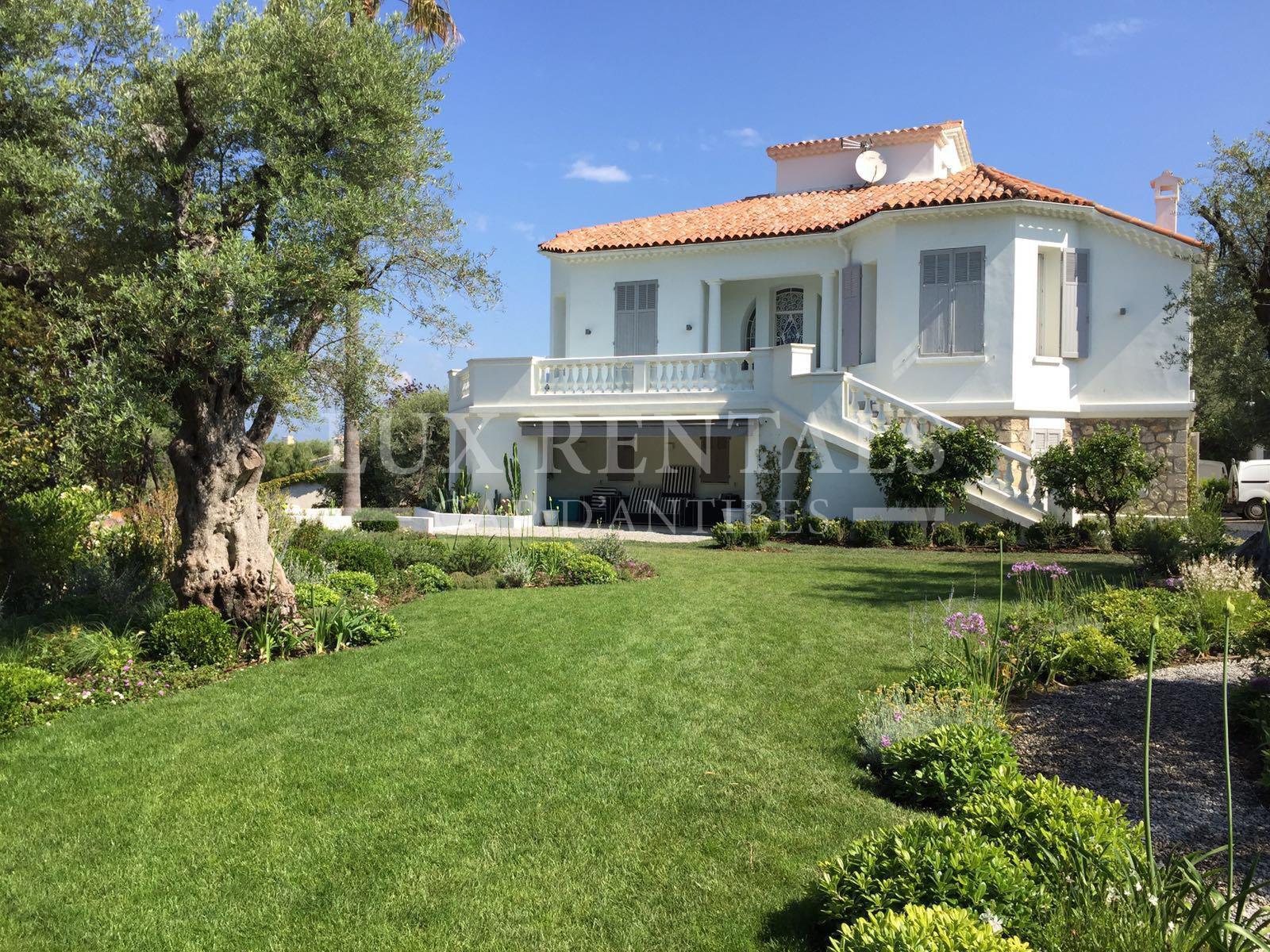 Villa art d co sur le versant ouest du cap d 39 antibes for Le beau jardin restaurant