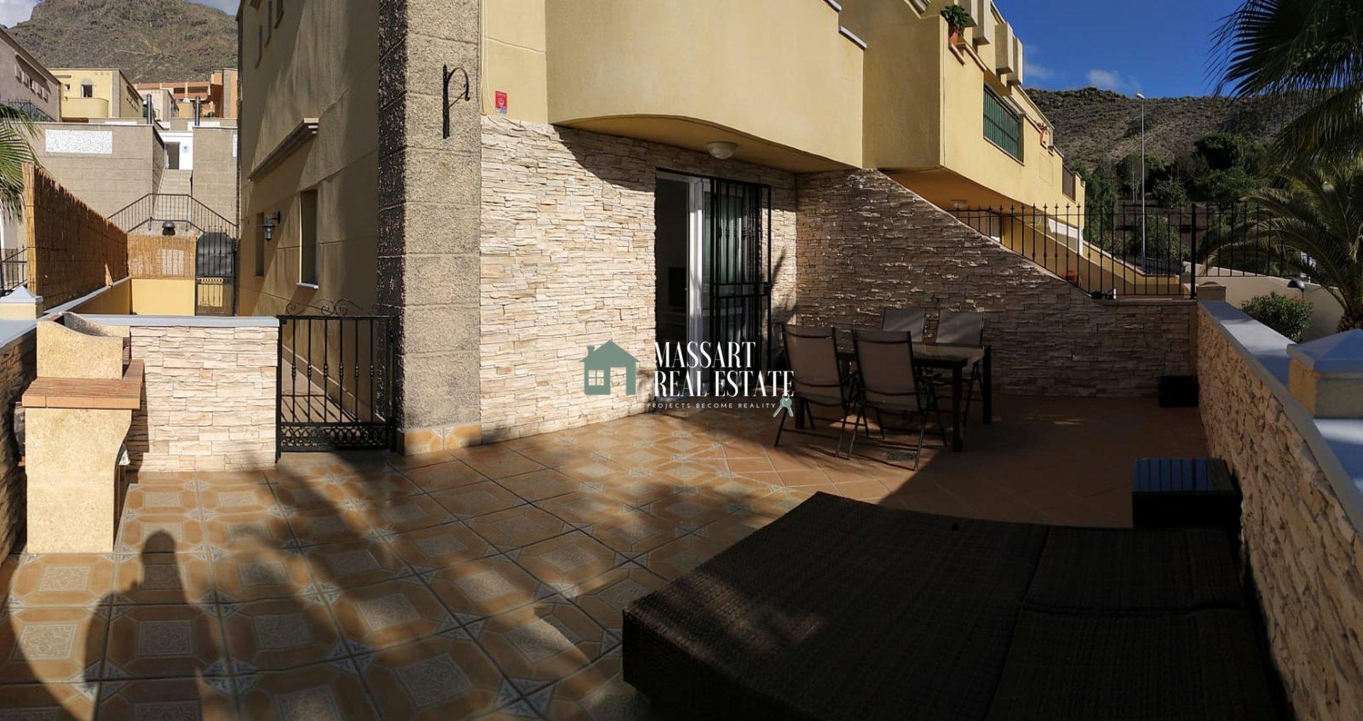 Wunderschönes Doppelhaus mit 150 m2 zur Miete in Torviscas Alto (Adeje), das sich durch einen privilegierten Blick auf das Meer und die Insel La Gomera auszeichnet.