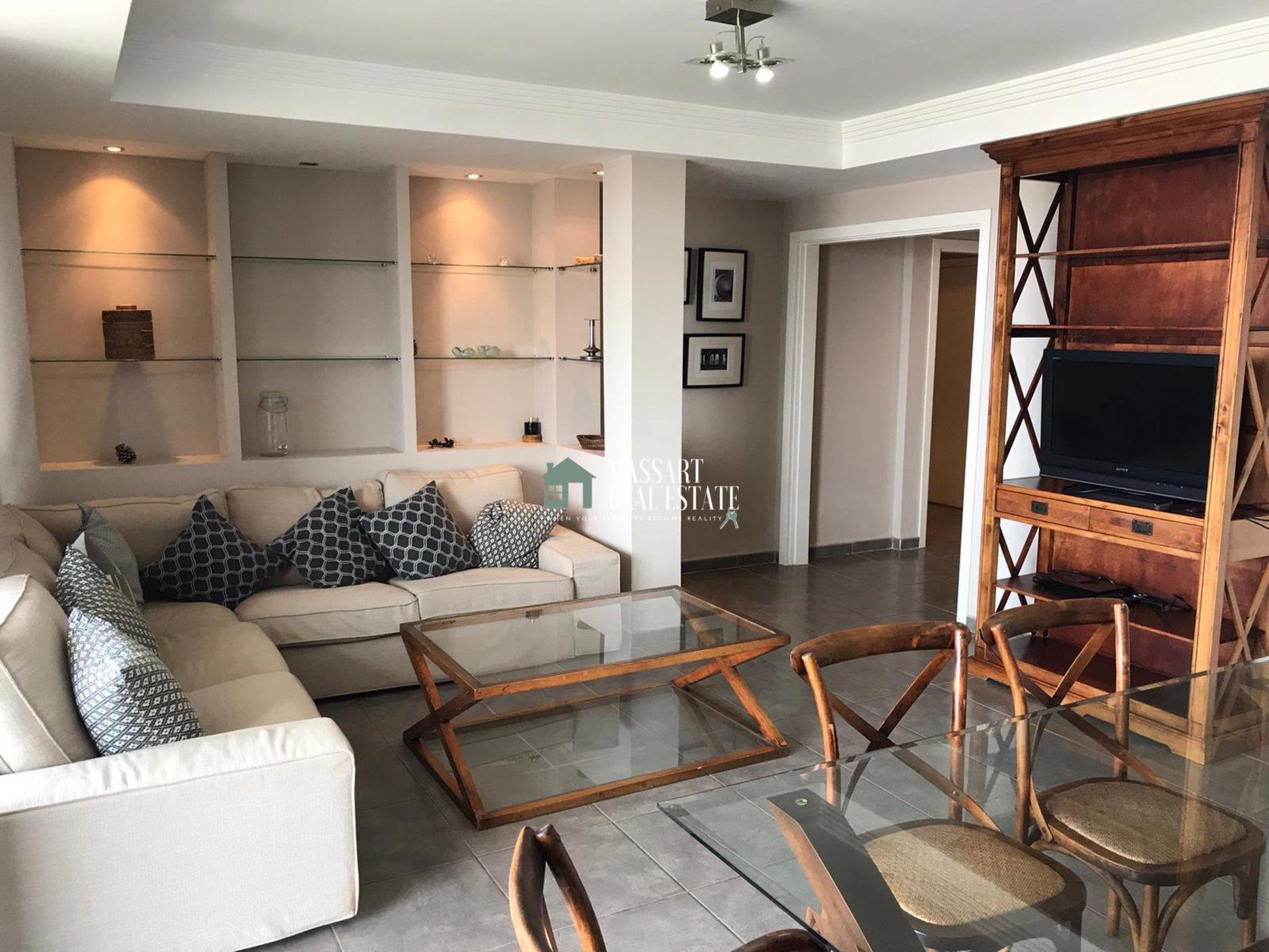 Möbliertes Apartment im Erdgeschoss mit einer wunderschönen Terrasse, von der aus Sie einen Panoramablick auf das Meer genießen können.