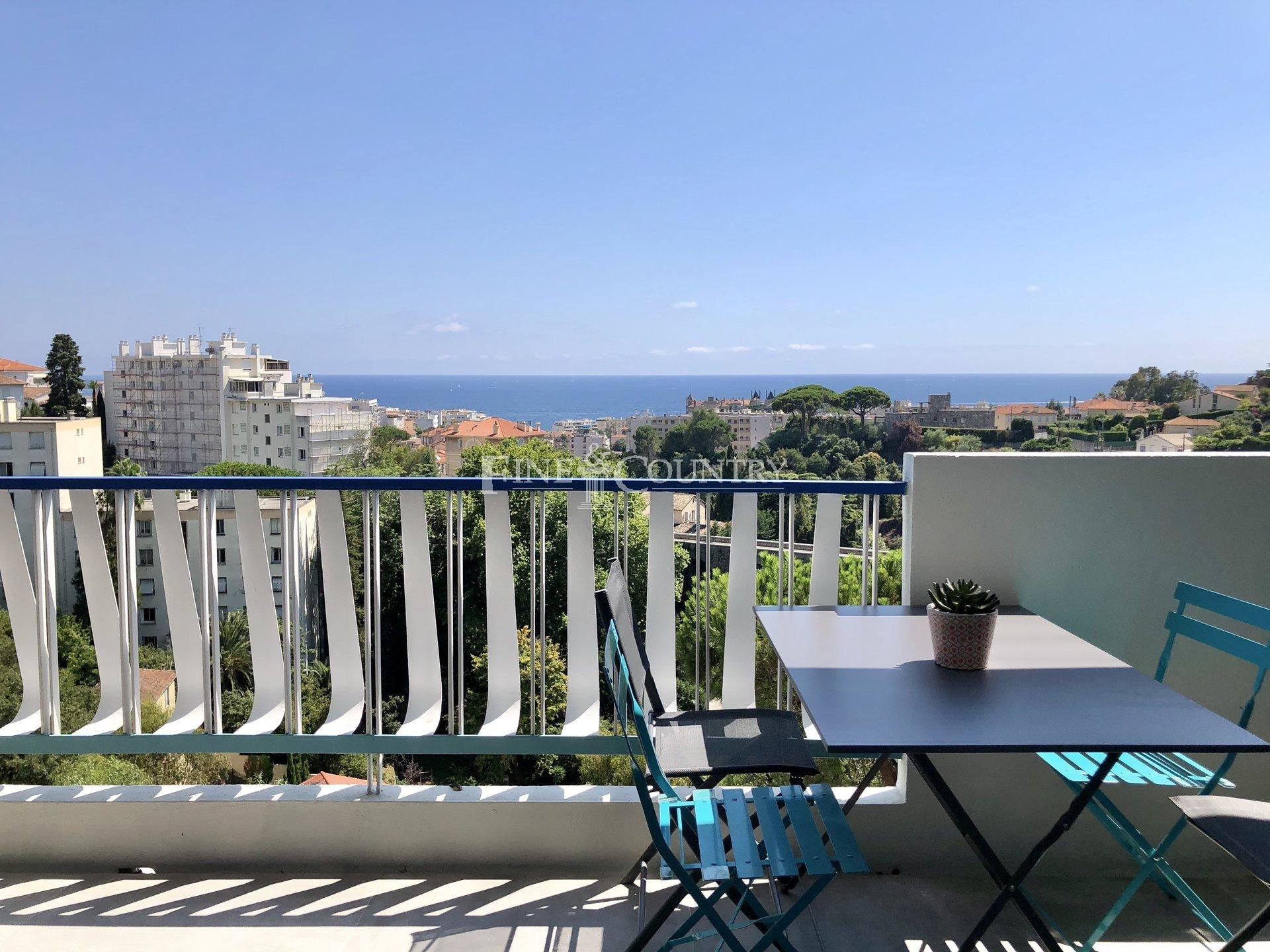 Apartment with sea views for sale in Cannes