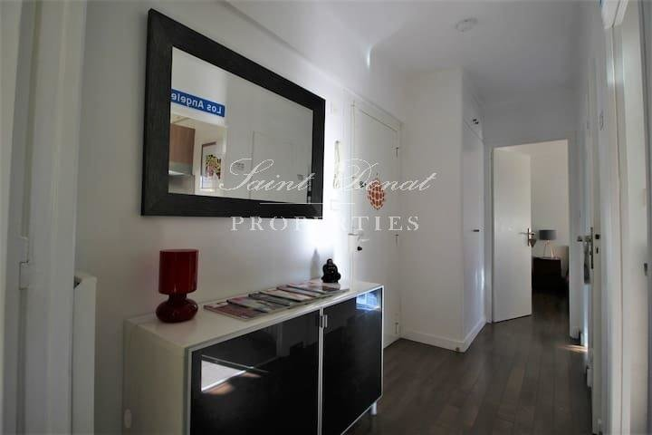 Sole agent: Apartment with terrace in a calm and sought after environment