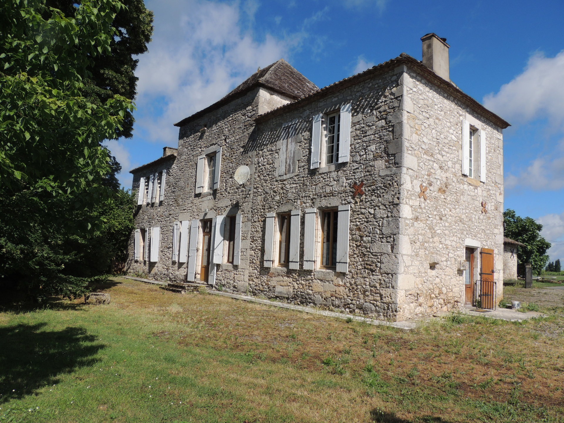 An imposing 18th C stone house near Bergerac