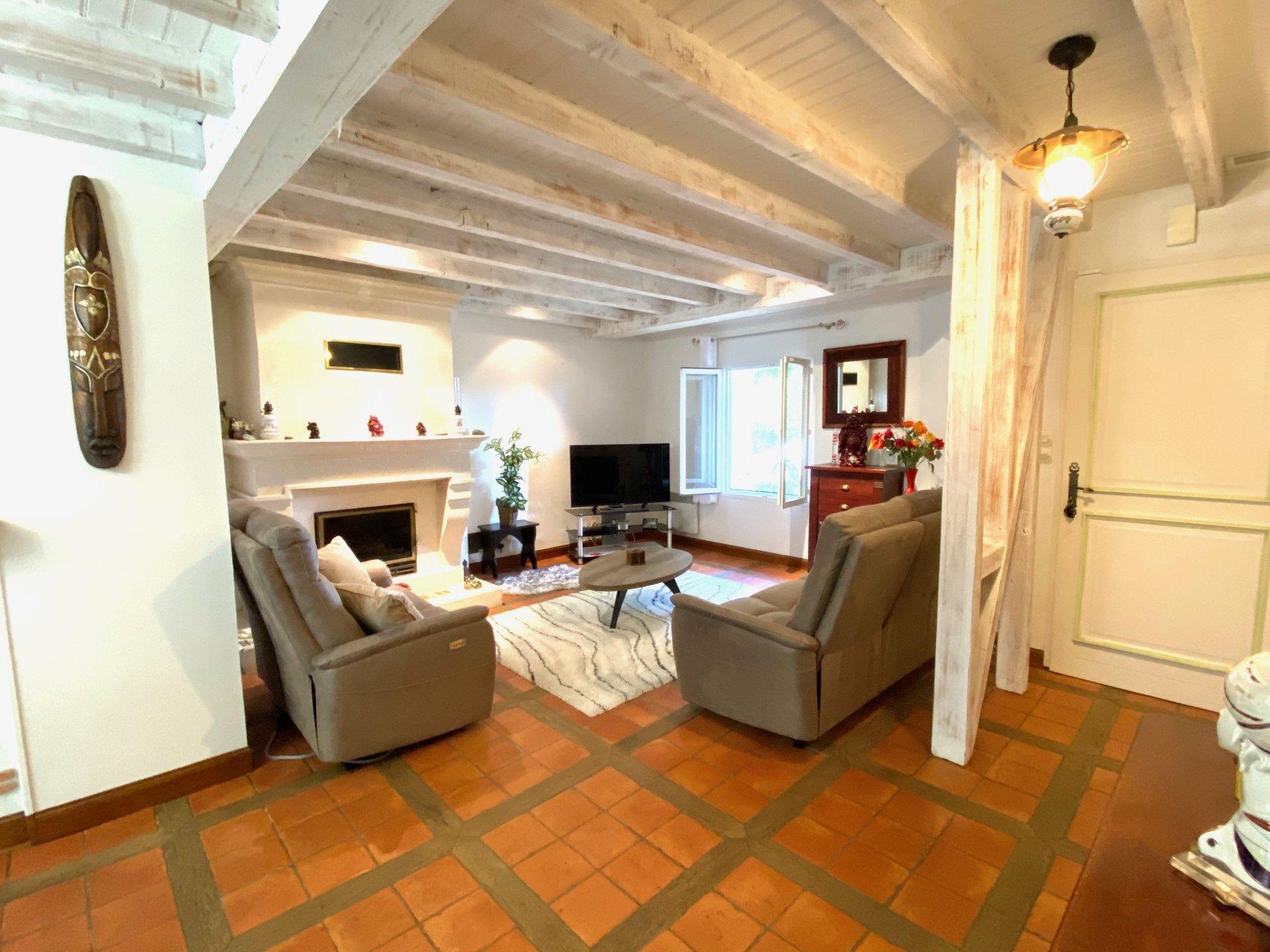 Maison provençale sur 2003 m² avec Piscine