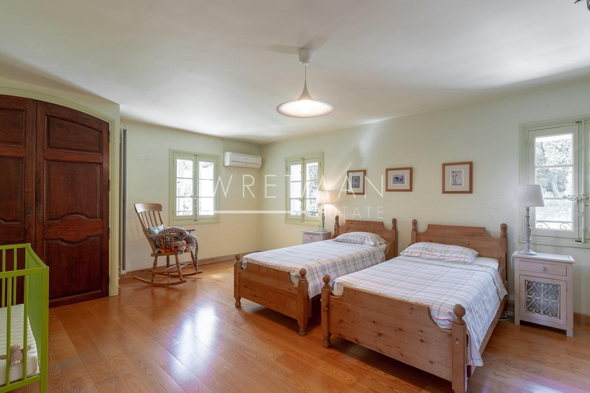ACCPETERAT BUD. Historisk villa i utkanten av Draguignan - Draguignan