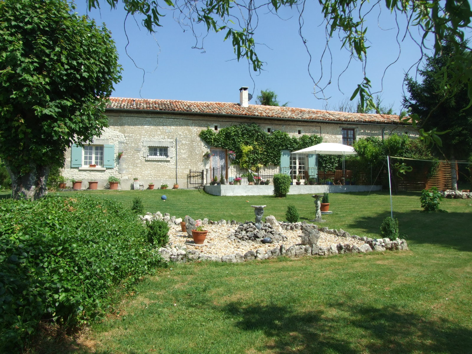 Pretty character farmhouse in lovely garden with swimming pool, very private location