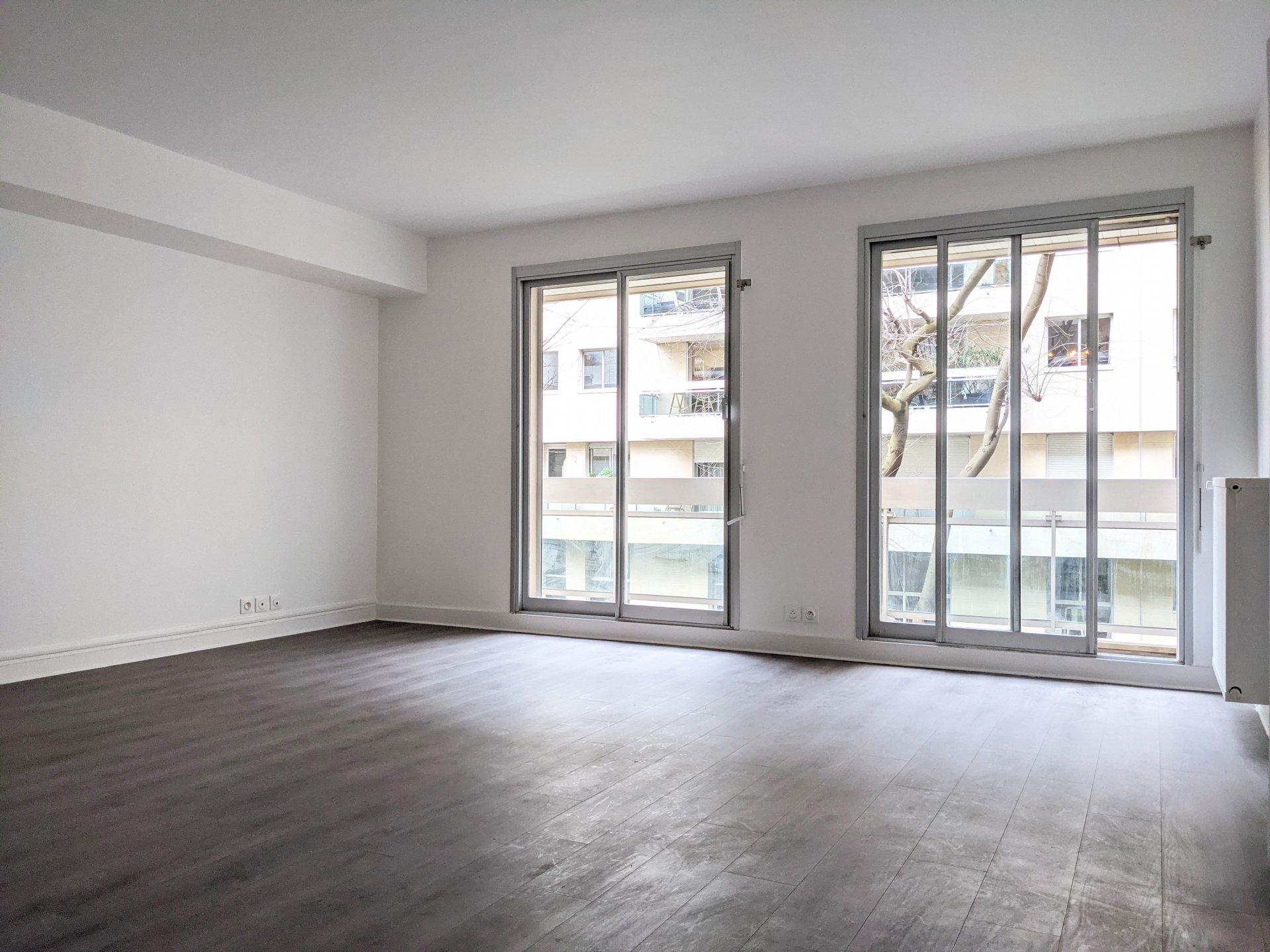 Grand Studio  45.72  m² 75007