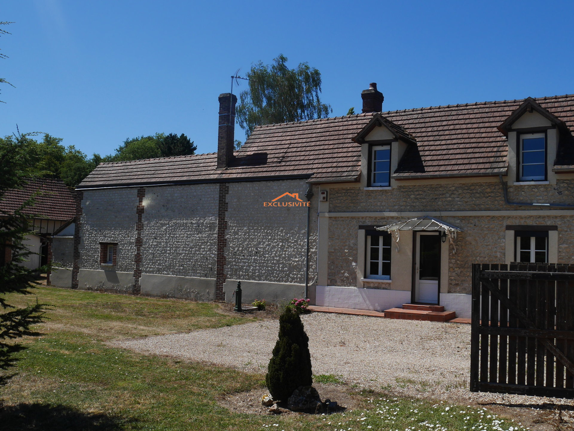 EXCLUSIVITE - VALLEE D'ITON - Village avec écoles