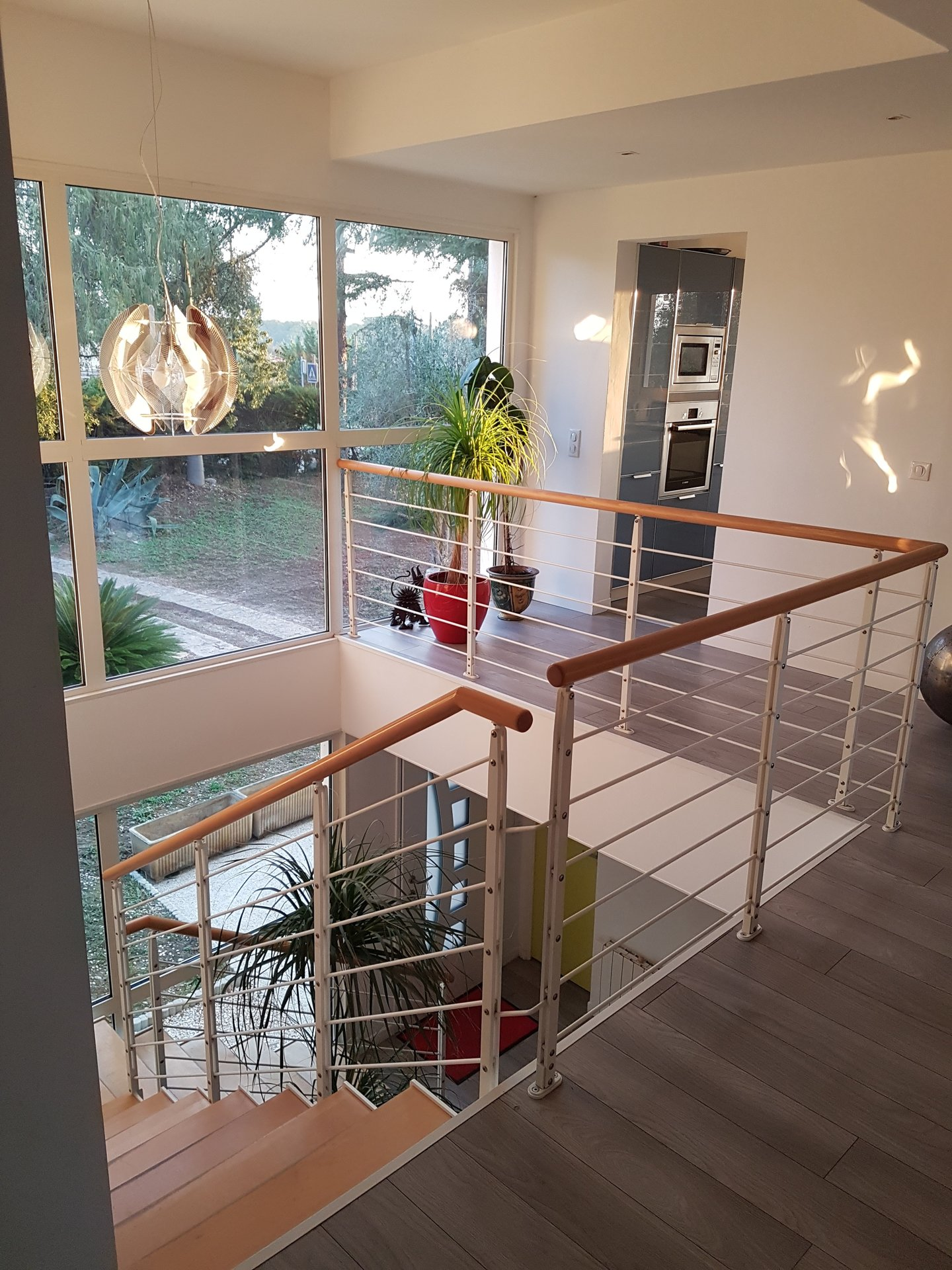 Beautifully renovated contemporary villa in closed domain, Biot