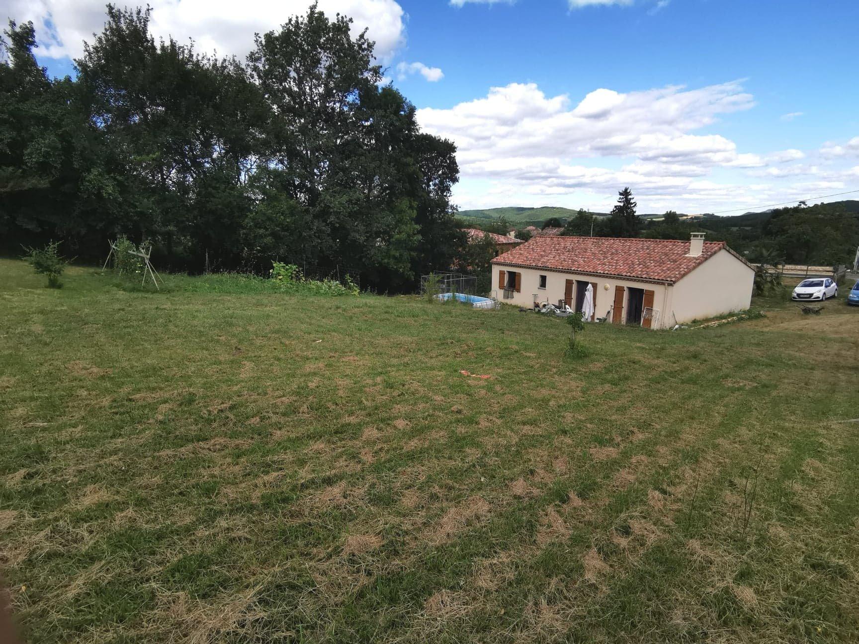 Jolie villa récente sur son terrain arboré de 2 500 m²