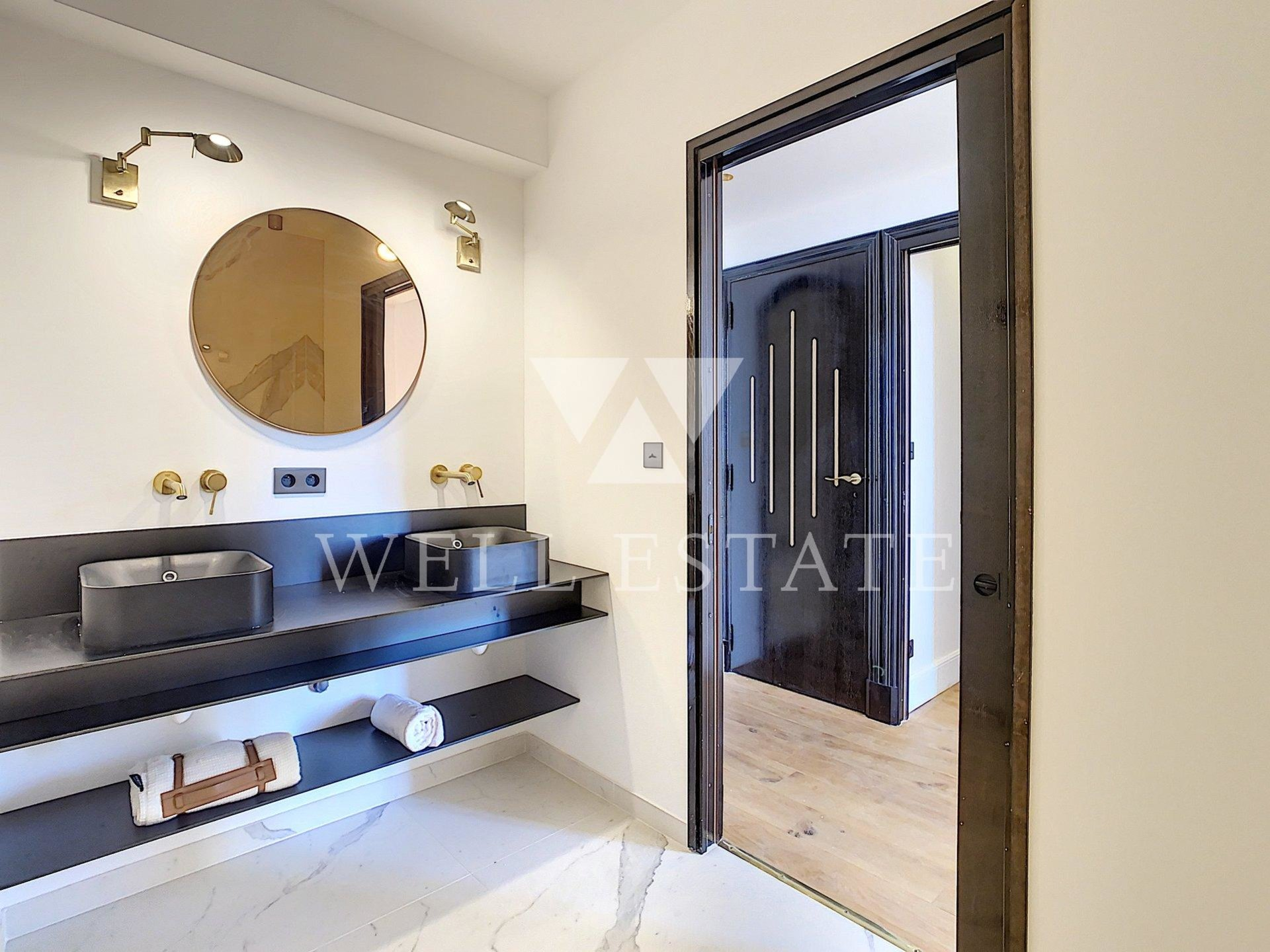 CANNES OXFORD LAST FLOOR MAGNIFICENT RENOVATED APARTMENT 260M2 4 BEDROOMS