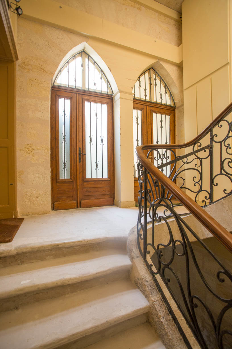 A VENDRE BORDEAUX CHARTRONS-APPARTEMENT 138M2-PATIO PRIVATIF-2 CH-CAVE