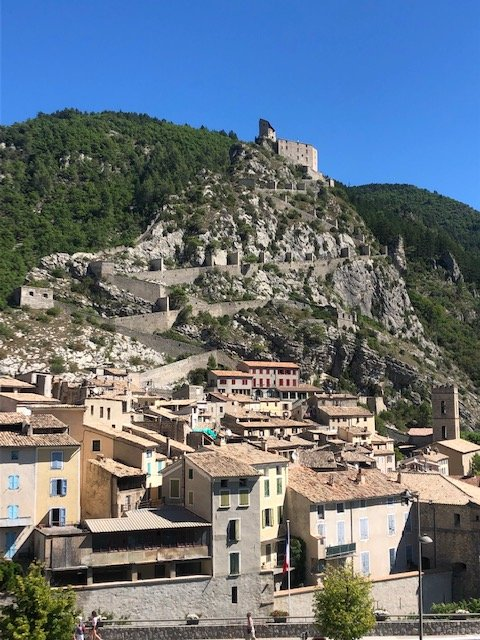 3 pièces au dernier étage avec vue dégagée sur la citadelle d'Entrevaux