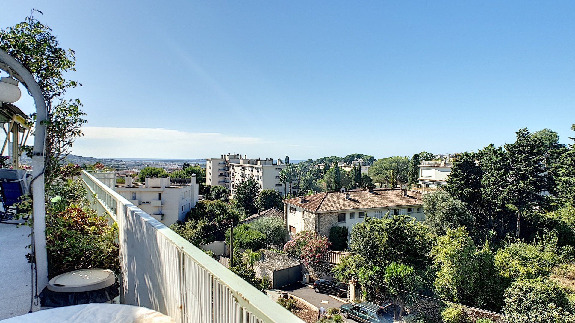 Last floor apartment in Le Cannet for sale