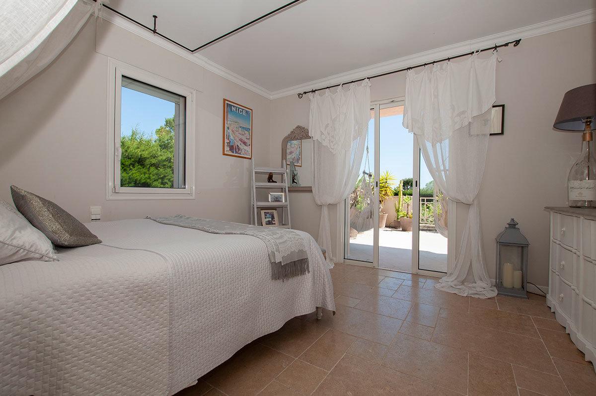 Villa for Sale St Paul Vence - modern yet cosy 6 bedroom villa