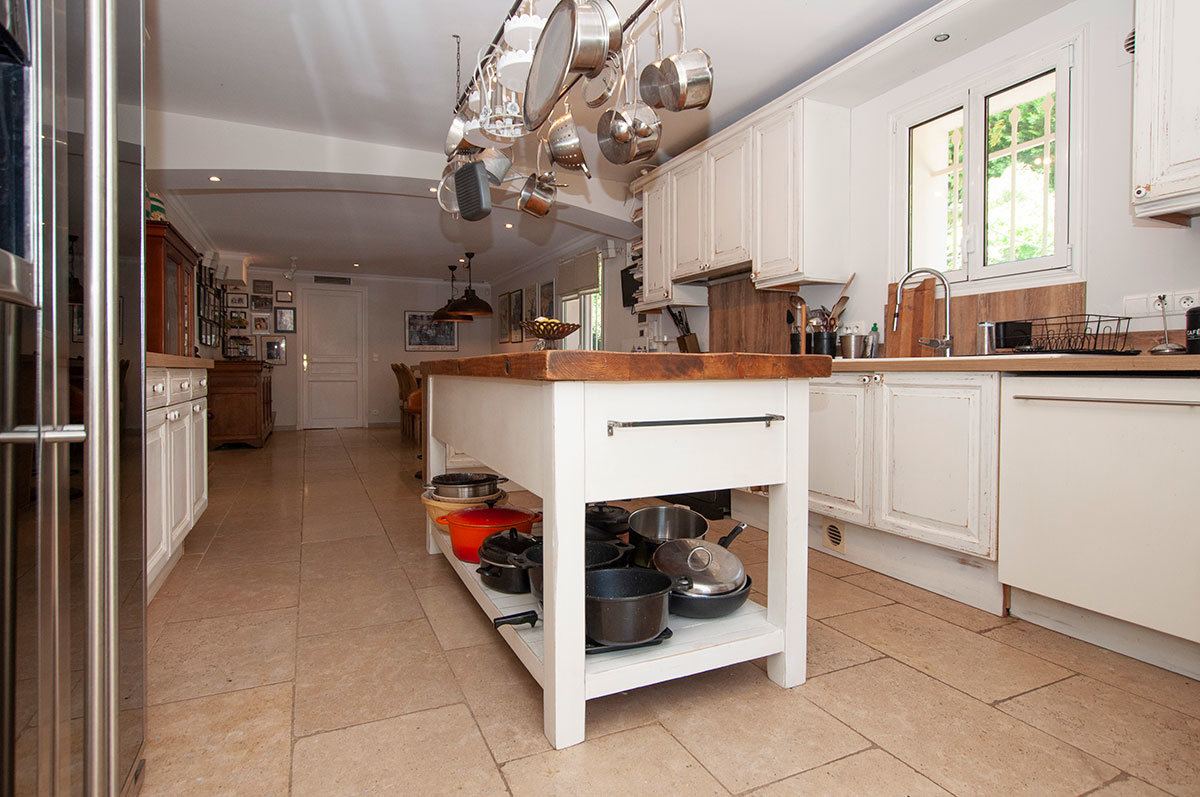 Villa for Sale St Paul Vence - modern yet cosy 6 bedroom villa