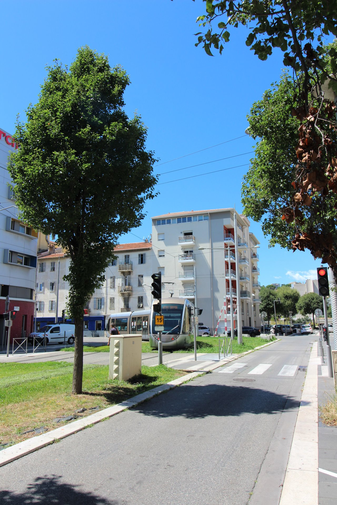 NICE ST JEAN D'ANGELY : T2 AVEC PARKING