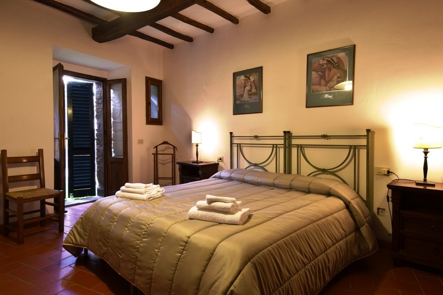 ITALY, TUSCANY, CHIANTI, FARMHOUSE WITH POOL, FOR 4 PERSONS