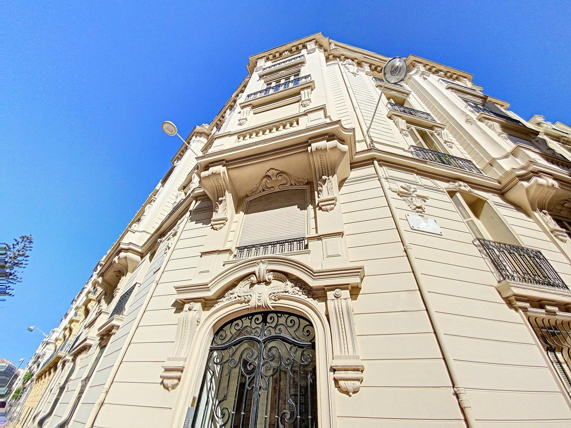 FÖRSÄLJNING Lägenhet 5 Rum 114m² Nice Carré d'Or nära Negresco Balkong Renoverad!