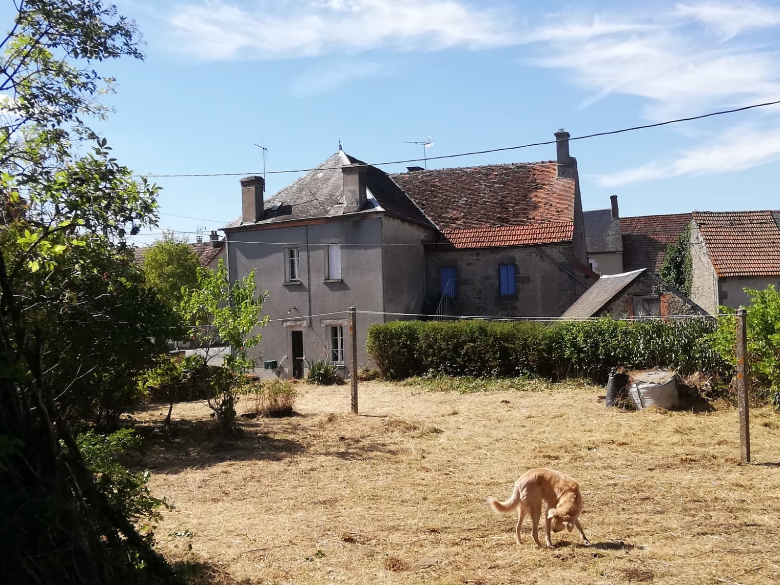 House with barns and garden for sale in the Creuse .