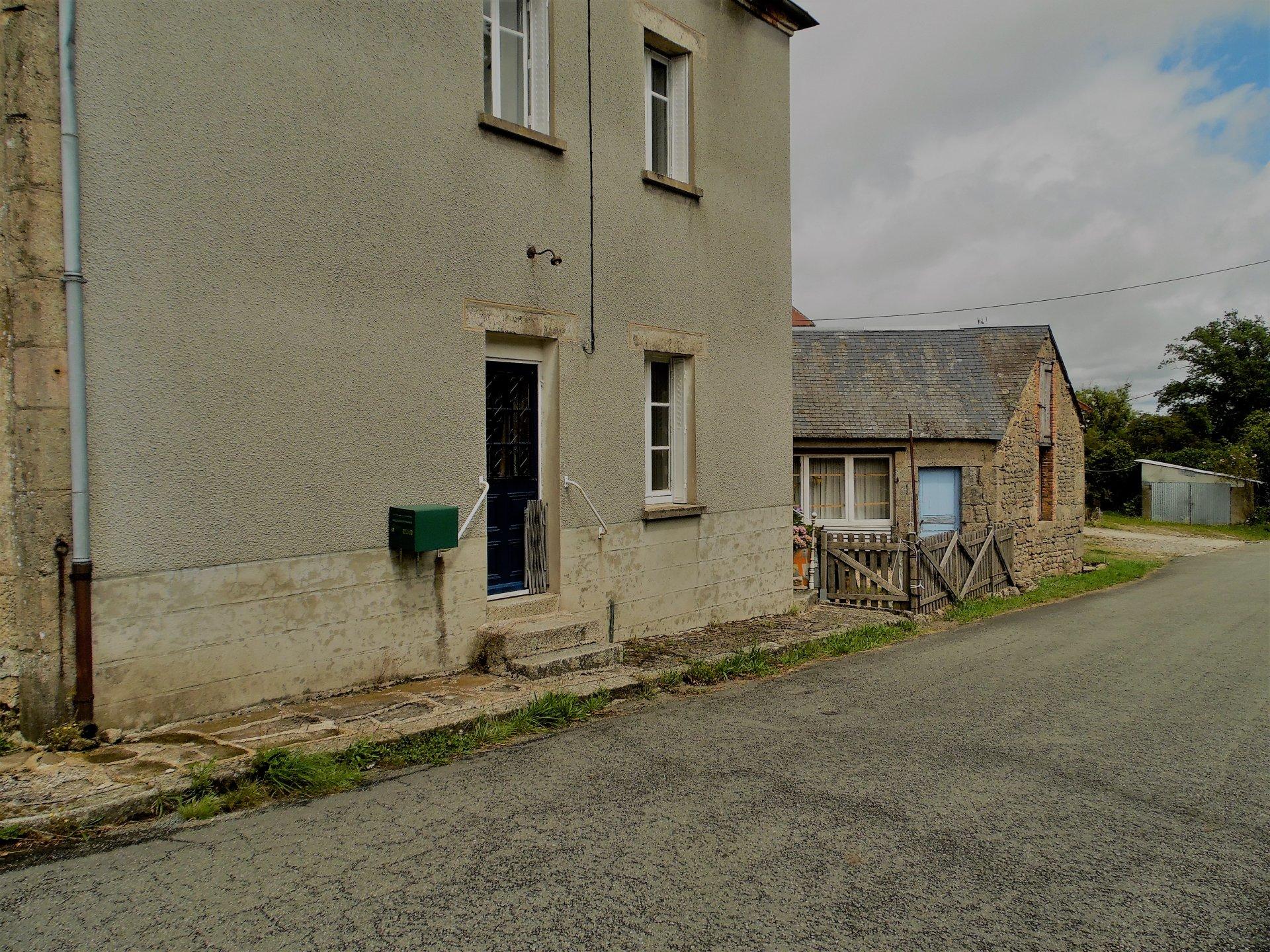 Maison avec dépendances et jardin à vendre dans la Creuse