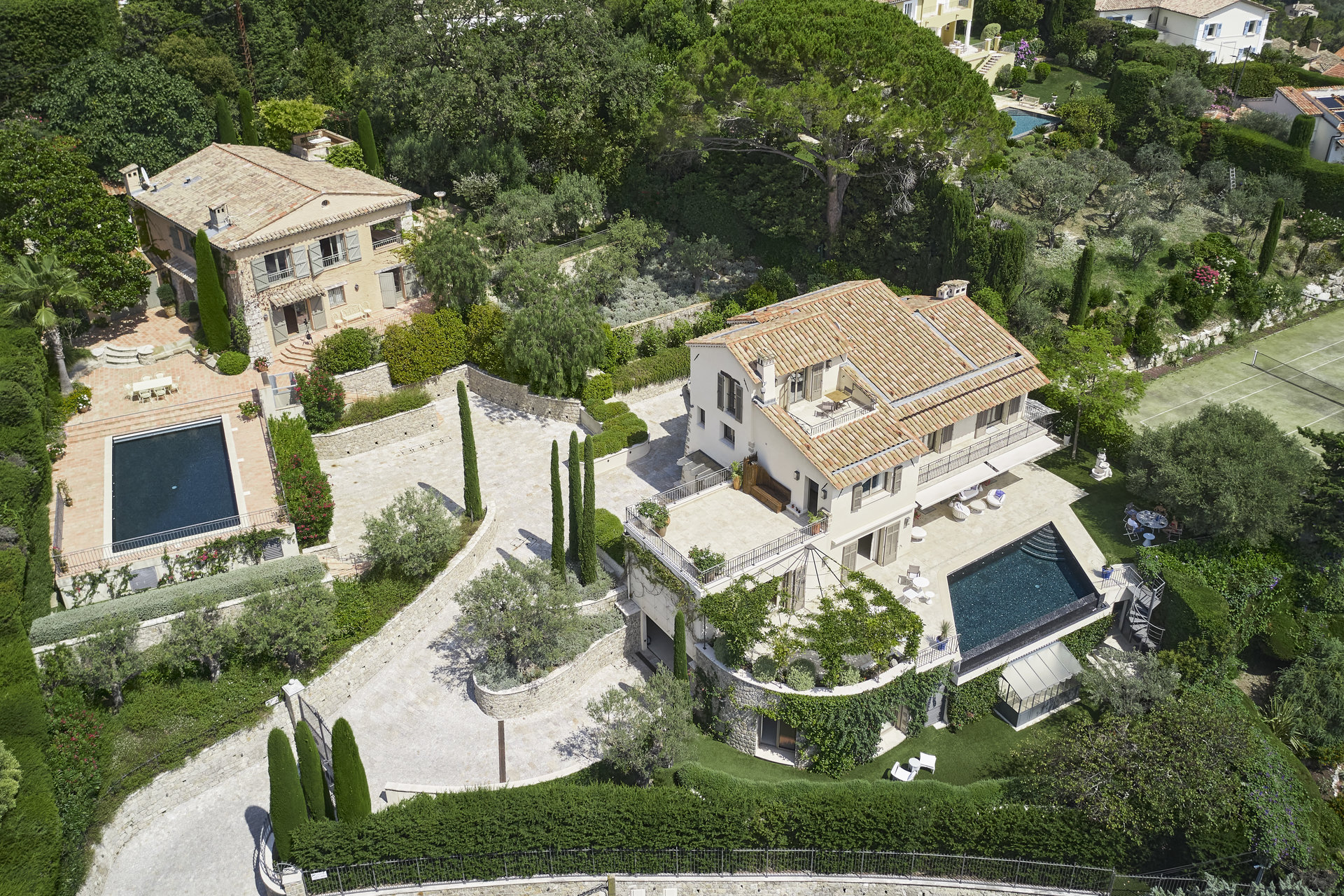 Rare: Mougins 2 Villas 2 Swimming Pools and Sea View