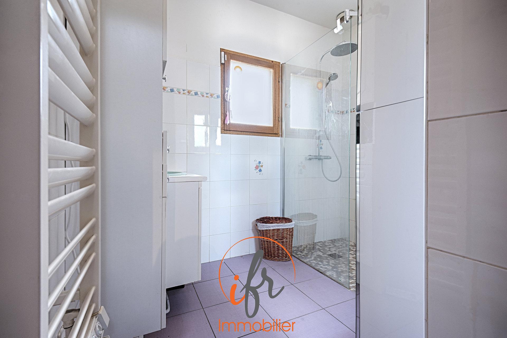 15' BOURGOIN-JALLIEU / Maison dauphinoise - 5 chambres