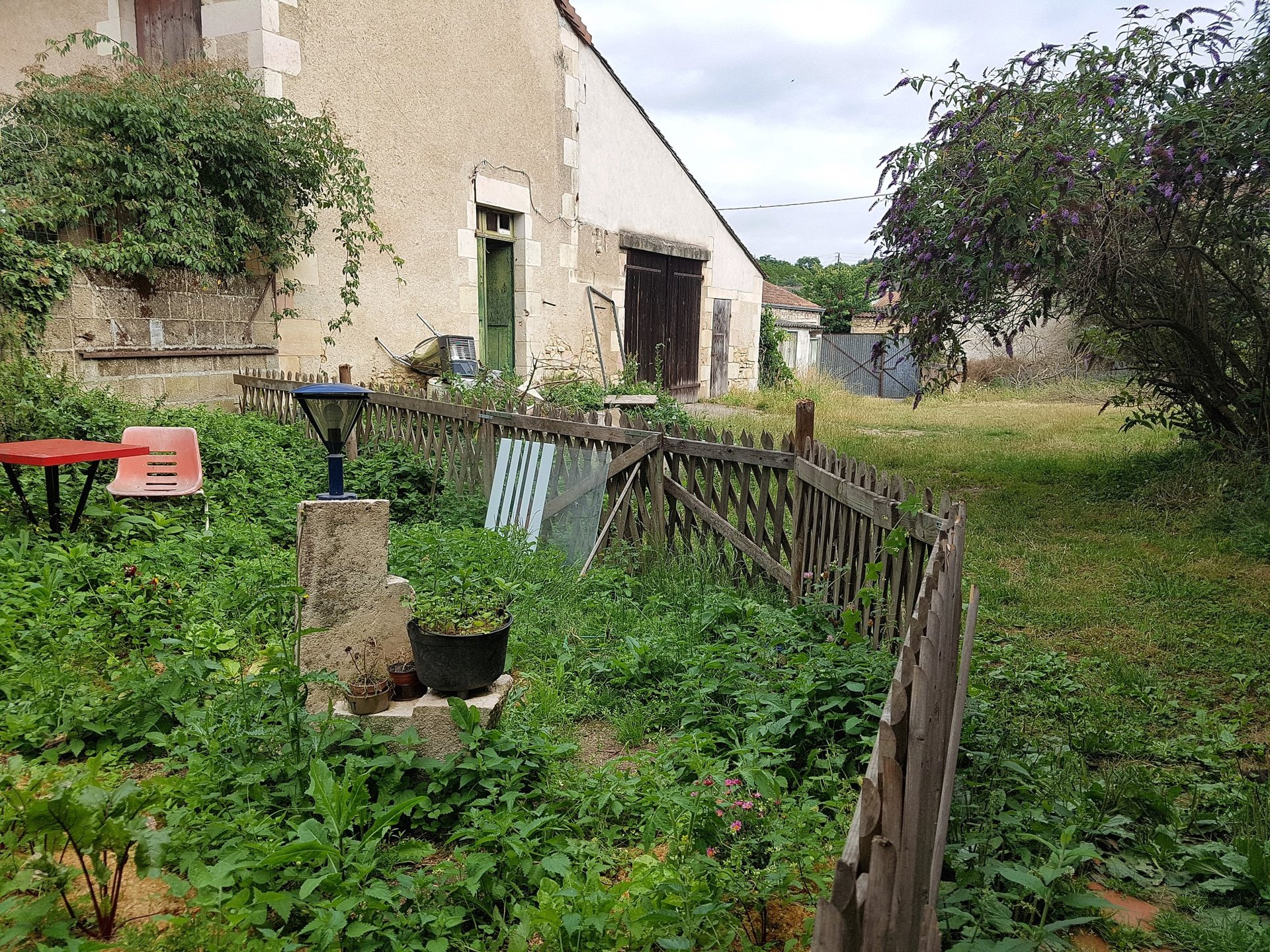 House with large outbuilding for sale at Sant Savin (86)