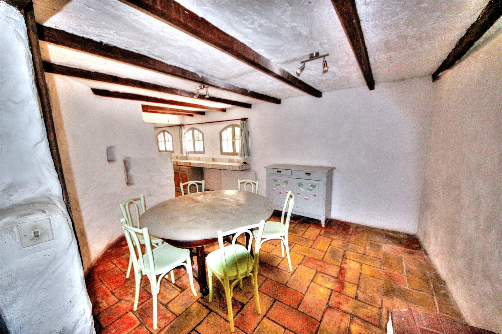 Montferrat, jolie maison de village en pierres avec terrasse