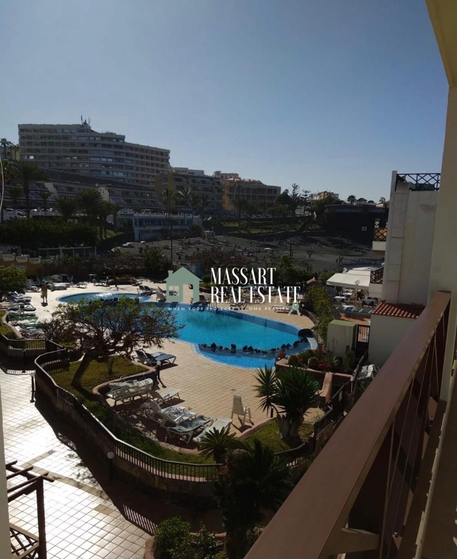 For rent in the wonderful area of Playa de la Arena, in the residential complex Neptuno, functional apartment of 65 m2 ... on the beachfront!