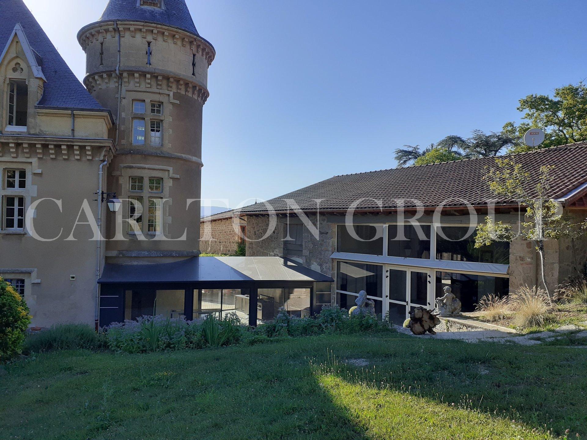 CHATEAU GITE CHAMPETRE AU COEUR DE L'ARDECHE
