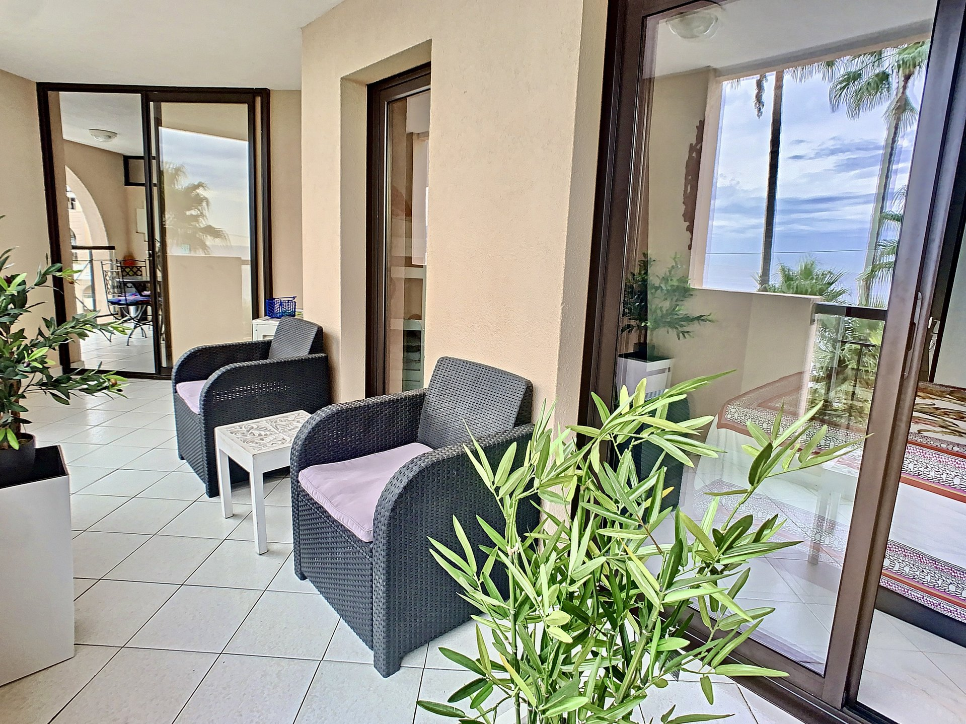 Cannes Midi : 2 Bedroom apartment Panoramic Sea View Parking